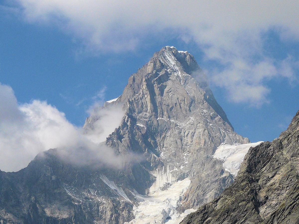 obhijaanHead piece Shining mountain (4)